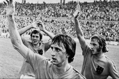 La Naranja Mecánica, liderada por Johan Cruyff, dejó una huella, pese a perder dos finales mundiales seguidas; Johnny Rep (der.) era otra de las estrellas