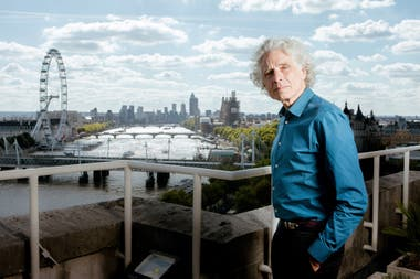 Nacido en 1954, en Canadá, Steven Pinker estudió Psicología Experimental en la Universidad McGill, luego se doctoró en la Universidad de Harvard.