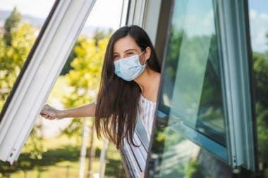 Tanto la Organización Mundial de la Salud como el Centro de Control de Enfermedades de Estados Unidos, CDC, señalan que la mala ventilación aumenta el riesgo de transmisión de coronavirus