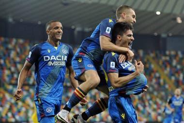 Pussetto, con un remate desde fuera del área, le dio el triunfo 3-2 a Udinese ante Parma; la pelota debajo de la camiseta, una dedicatoria a su pareja embarazada