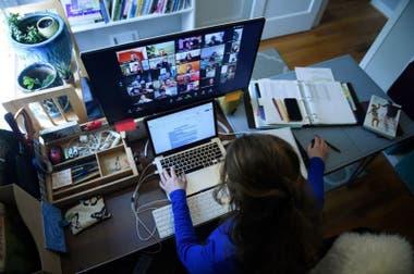 Los alumnos muchas veces no tienen espacios adecuados para el estudio en casa, señala Baldeón.