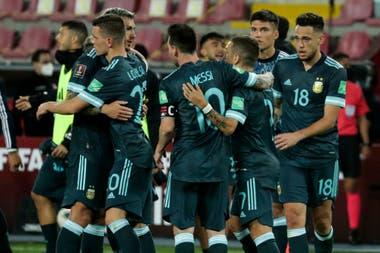 Messi parece despedirse de sus compañeros hasta marzo 2021, cuando se reanudarán las eliminatorias; en un año atípico, se trató de la temporada número 16 del rosarino en la selección mayor