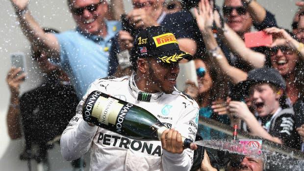 El festejo de Hamilton, en el podio de Austin