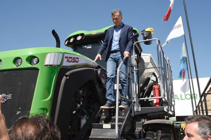 Macri subió a una de la máquinas durante su recorrida