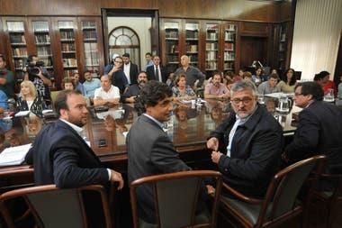 El miércoles habrá paro y movilización tras otra reunión sin acuerdo entre gobierno y gremios