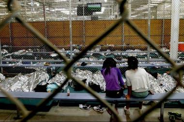 En la frontera, los niños separados de sus padres