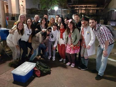 El grupo de médicos voluntarios en Plaza de Mayo