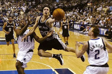 2006, Manu en acción ante Dallas Mavericks