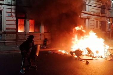El Mercurio de Valparaíso, el diario en circulación más antiguo del país, también fue incendiado