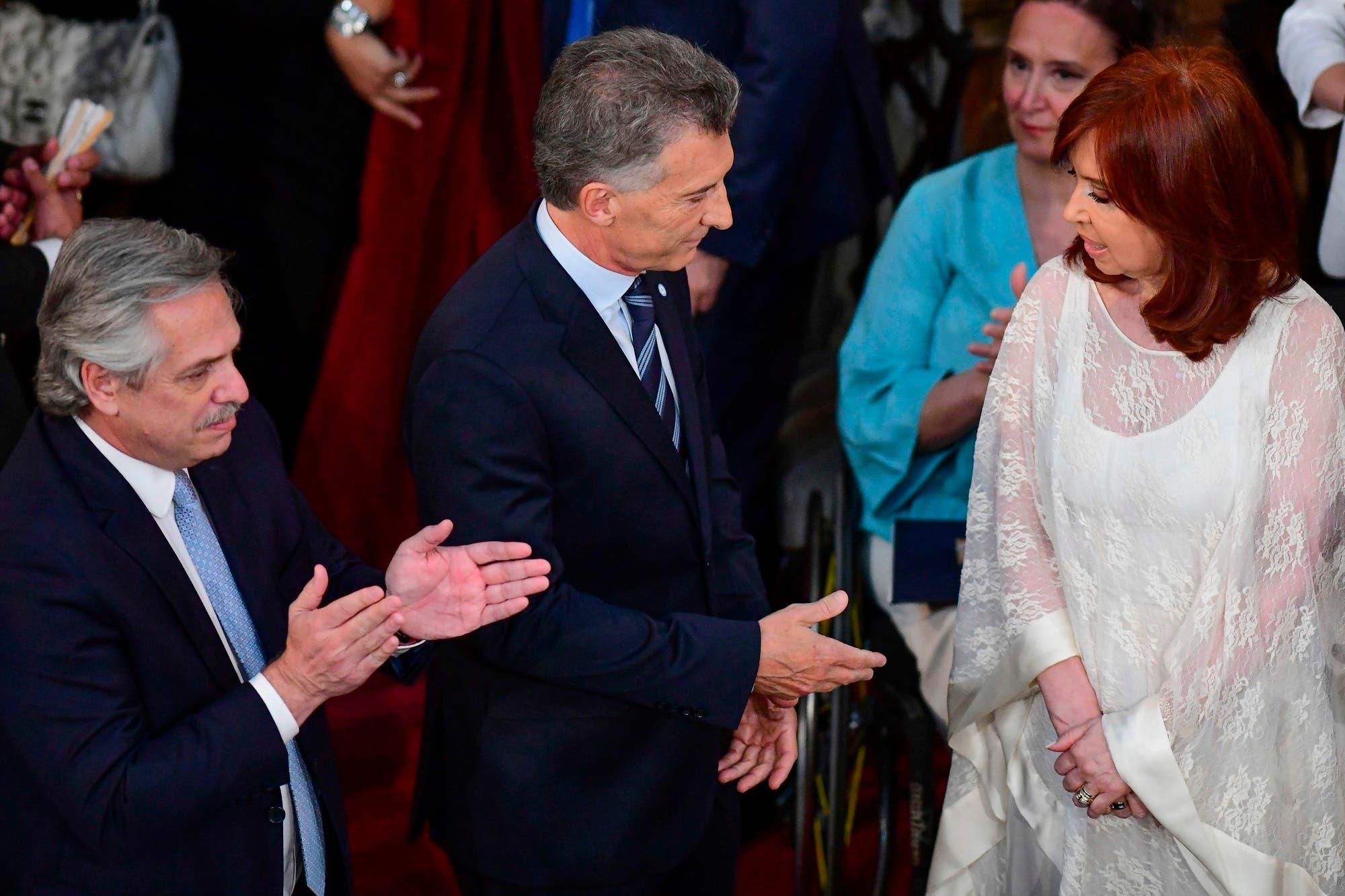 """""""No puse esa cara, me salió"""": Cristina explicó su gesto al saludar a Macri en la asunción de Alberto"""