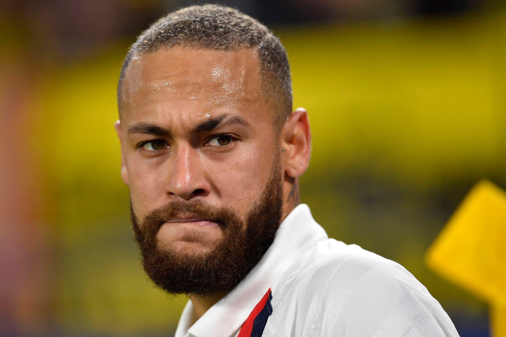 Neymar, denunciado penalmente en Brasil por homofobia: insultos y amenazas contra el novio de su madre