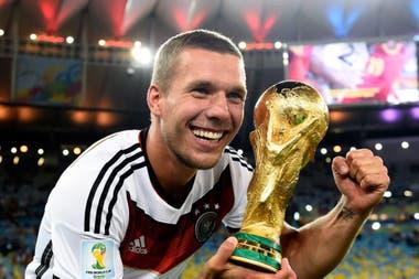 Podolski, de 34 años, juega actualmente en Antalyaspor de Turquía y tiene un año más de contrato