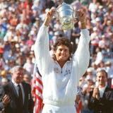 21) Gaby, con el trofeo de Flushing Meadows, en un día de gloria: el 8 de septiembre de 1990 ganó su único Grand Slam.