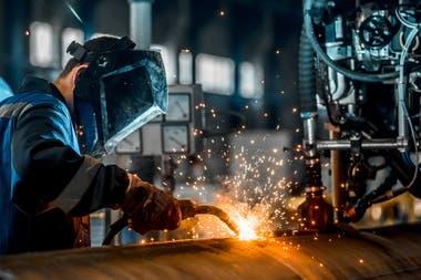 La prohibición de despedir ha evitado la crisis de desempleo de otros países, pero muchos advierten que podría llevar a miles de empresas a quebrar