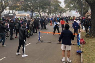 Más de un centenar de personas reclamaron frente a la Quinta de Olivos para que se habilite la práctica de deportes individuales