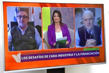 Daniel Costamagna (Ministro de Producción, Ciencia y Tecnología de Santa Fe), Eleonora Cole (LA NACION) y Fernando Vilella (UBA)