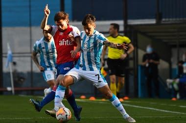 Héctor Fértoli, uno de los nuevos en un Racing que buena perspectiva en la zona F pero que no puede descuidarse en lo que le queda; Nacional, de Uruguay, que lo doblegó por 1-0 en Avellaneda, es el otro favorito del grupo.