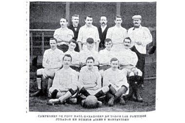 Alumni, el conjunto de los hermanos Brown, fue tan exitoso como efímero; en 1912 el club decidió disolverse por estar en desacuerdo con... la intromisión del dinero en el fútbol.