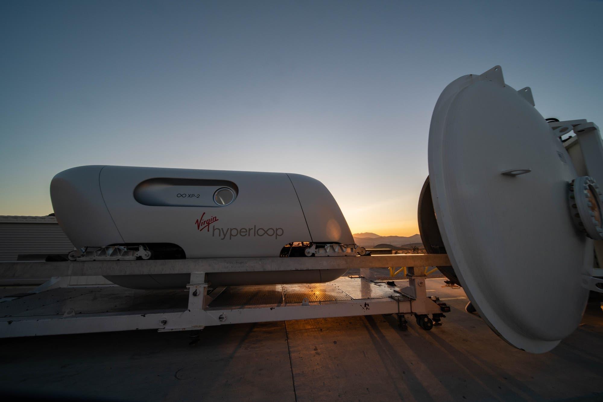 Virgin Hyperloop realiza primera prueba con pasajeros de su tren elevado ultrarrápido