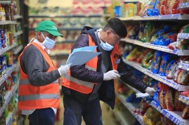 Los supermercados advierten que la viabilidad de la aplicación de las góndolas dependerá de cómo se definan las categorías en las que regirá la obligación de tener cinco proveedores