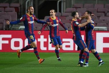 Lionel Messi festeja su golazo de tiro libre ante Athletic Bilbao