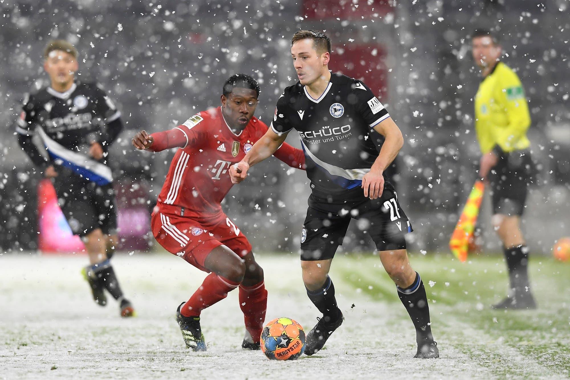 Bayern Munich también baila sobre la nieve: perdía 3-1 y empató 3-3 con Arminia, con una pelota naranja