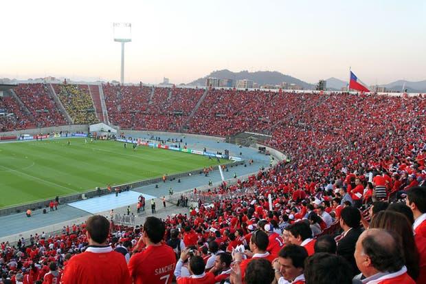 Resultado de imagen para estadio nacional de chile lleno