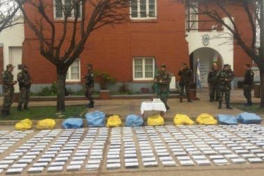 Según los investigadores, la droga, que procedía de Bolivia, fue arrojada desde una avioneta