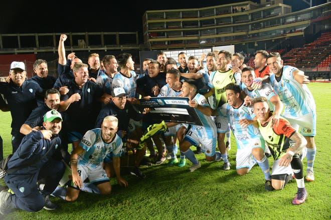 El equipo de Viedma que tumbó a Central con un buzo prestado y un  presidente-DT · Copa Argentina 93967368b44aa