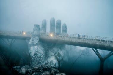El Puente Dorado mide 150 metros de largo y es un paseo panorámico