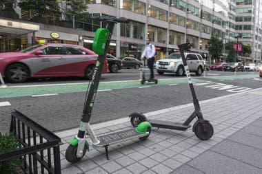 Los scooters en la calle de Washington DC