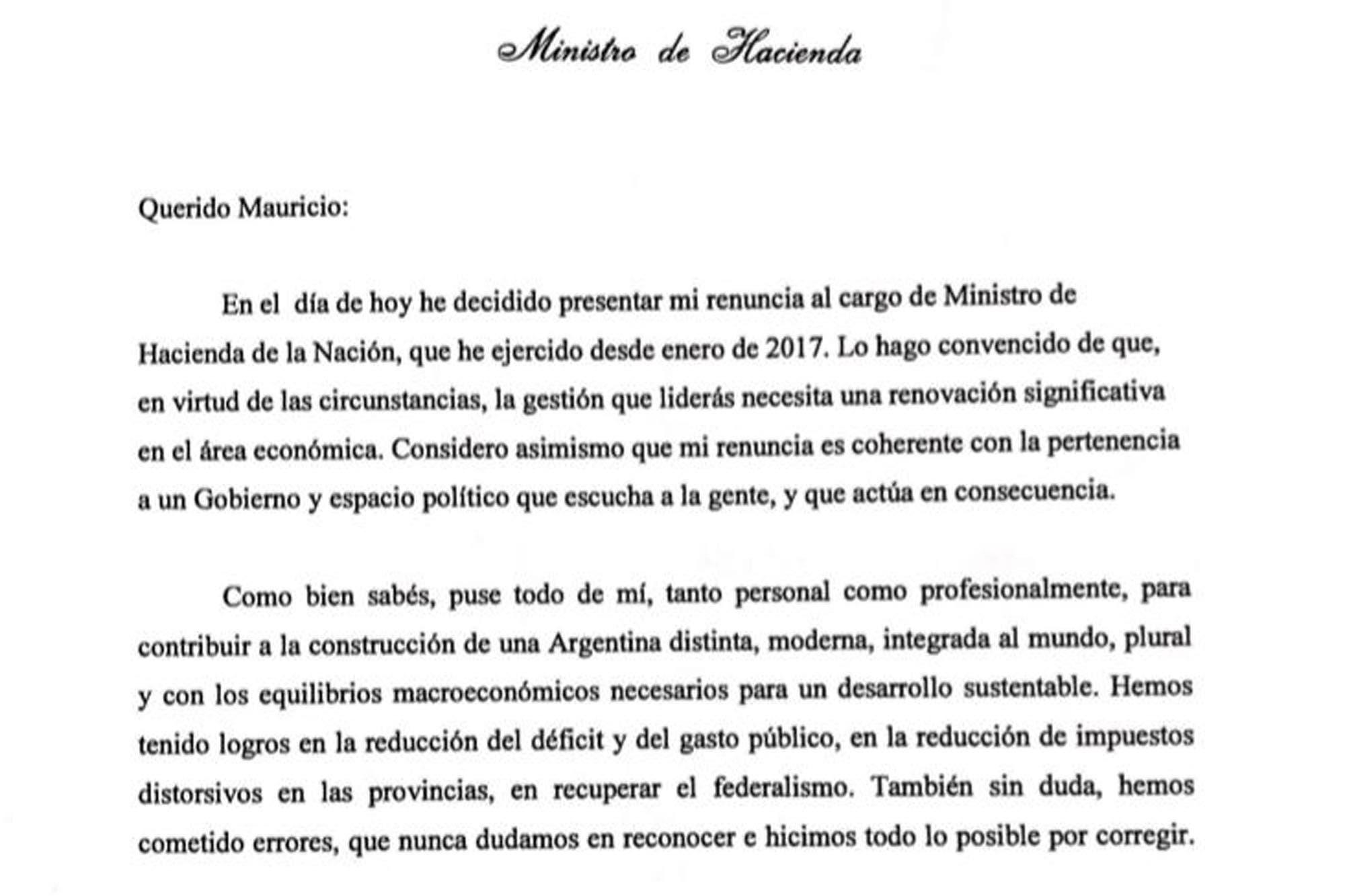 """""""Sin dudas, hemos cometido errores"""", escribió Nicolás Dujovne en el texto de su renuncia entregado a Mauricio Macri"""