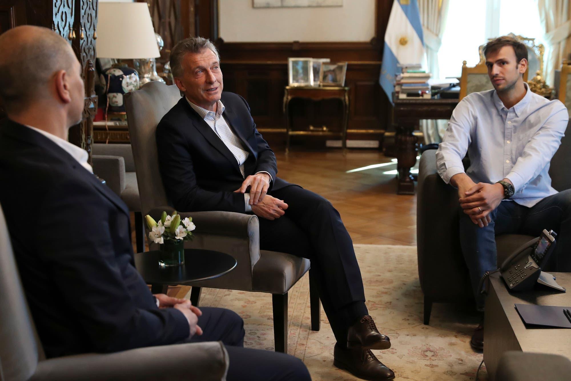 El básquetbol en la Casa Rosada: Mauricio Macri recibió a Hernández y Delia