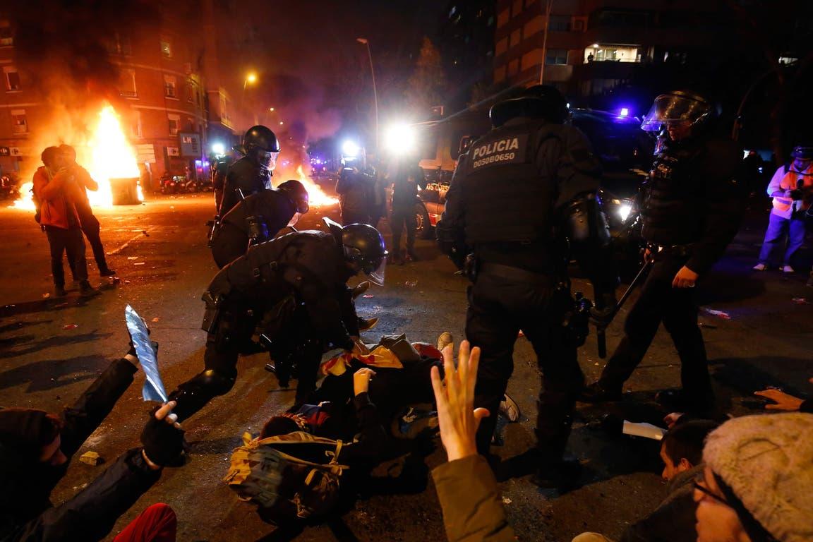 Los manifestantes se enfrentaron con la policía