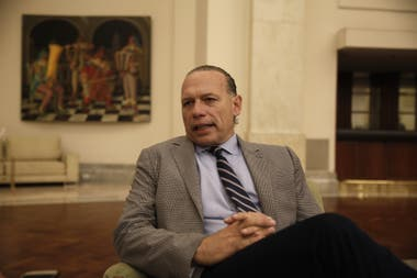 El ministro de Seguridad bonaerense criticó el anunció de la Municipalidad de Lanús de querer comprar pistolas Taser