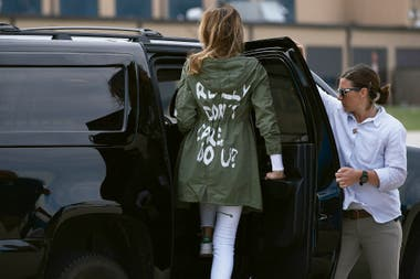 Realmente no me importa, ¿y a ti?, el mensaje de Melania Trump durante su visIta a un centro de detención de inmigrantes