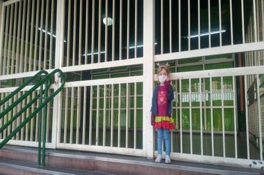 Una de las hijas de Costanzo quiso pasar por su colegio en su primer salida recreativa