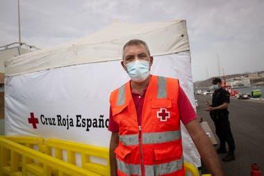 José Antonio Verona, jefe de la Cruz Roja Española para la respuesta inmediata a los migrantes, habla durante una entrevista con AFP en las Islas Canarias españolas el 16 de septiembre de 2020
