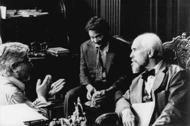 Escena del rodaje en la que Luis Puenzo da indicaciones a Robert Duvall y a Raúl Julia
