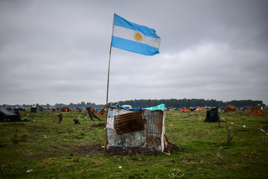 Según el Fondo Monetario Internacional, se proyecta que el PIB de Argentina caerá un 11,8% este año, peor que el promedio regional.
