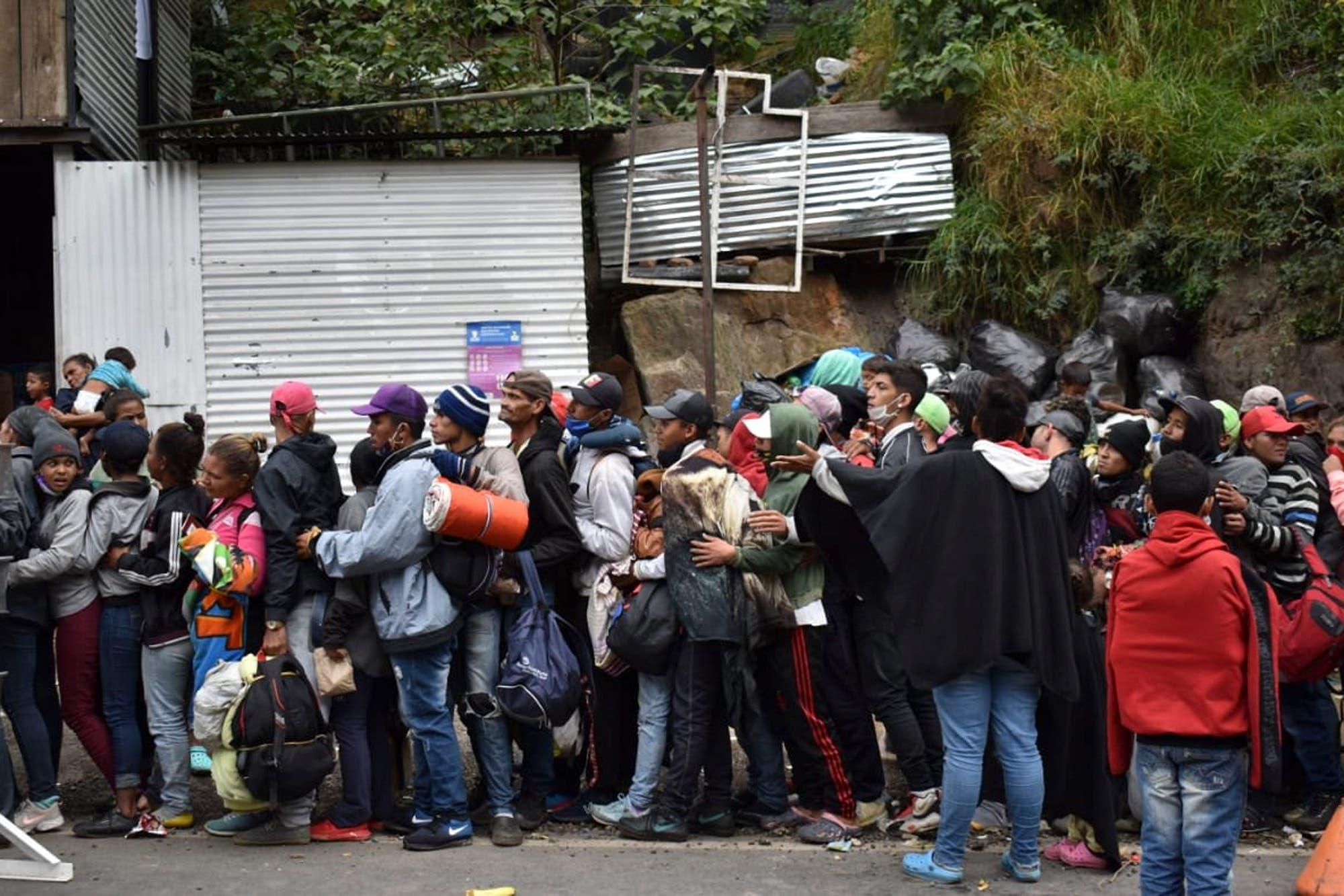 Drama: la debacle empuja al éxodo de venezolanos a su versión más extrema