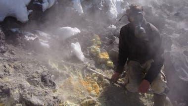 El equipo de investigación de la Universidad de Monash trabajó durante varios meses junto al volcán Avacha.