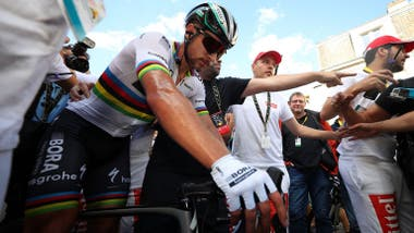 Peter Sagan tras su descalificación del Tour