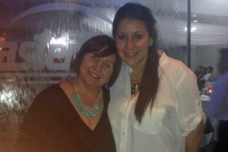 Mónica Outeda (51) junto a su hija Mayra Bueno (25); fueron asesinadas en su casa en el barrio Escorihuela, en Guaymallén