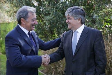 Daniel Herrero, presidente de Toyota, y Miguel Gutiérrez, presidente de YPF, firmaron un convenio por 10 años; la planta de la automotriz en Zárate funcionará con 100% de energía renovable a partir de 2020