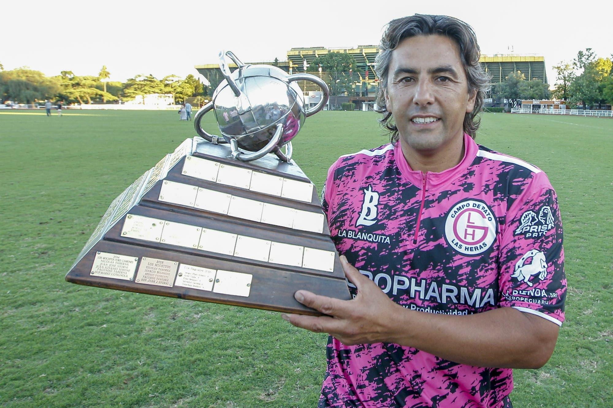 La historia de Ariel Tapia, el jugador que a los 44 años está considerado el Maradona del pato