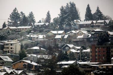 Casas cubiertas de nieve en la ciudad de Seattle