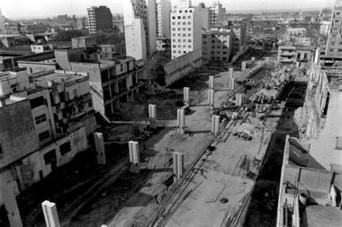 La Autopista 25 de Mayo en construcción sobre Paseo Colón