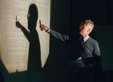 Durante su conferencia Mente y conocimiento, que se realizó en la nacion el 26 de mayo de 1999