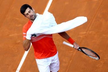 Djokovic retomó los entrenamientos, pero despertó una controversia